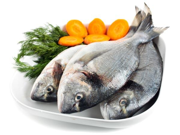 Fish Fish and other sea foods contain omega 3 which is essential for hair growth and hair follicle repair. Fats are necessary for healthy hair growth and nourishment of hair. Fats help in the utilization of vitamins and minerals that nourish hair and improve the hair growth.