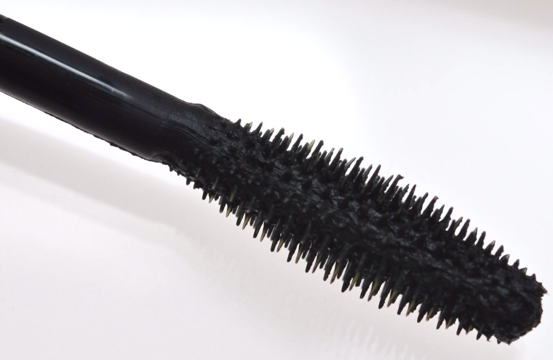 REUSE OLD MASCARA BRUSHES !!!👀 Much of what you're paying for when it comes to expensive mascara is the brush design, not the formula. Just clean it off and use it with a drugstore mascara to get a similar effect.