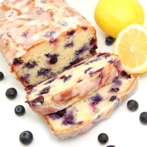 Ingredients:  250 g + 1 tablespoon flour  2 teaspoons baking powder  1/2 teaspoon salt  1 plain yogurt  150g sugar  3 large eggs  2 teaspoons grated lemon zest (about 2 lemons)  1 / 2 teaspoon pure vanilla extract  75 ml of vegetable oil  250g blueberries For the lemon syrup: 80 ml ​​of freshly sque