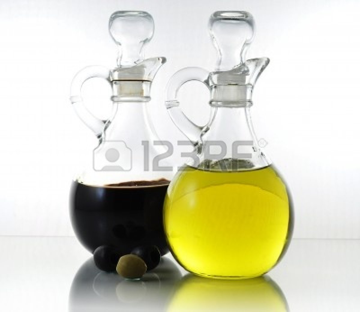 Vinegar: Vinegar is a wonderful cleaning agent that works in almost all areas. When wondering how to clean makeup brushes at home the easiest thing that comes to mind is vinegar. In a bowl of hot water mix a tablespoon of vinegar. Allow the brushes to stand in it for around 15-20 minutes. Bits of makeup will soon dissolve in the solution. Rinse in hot water and then in cold water. Allow the brushes to dry.