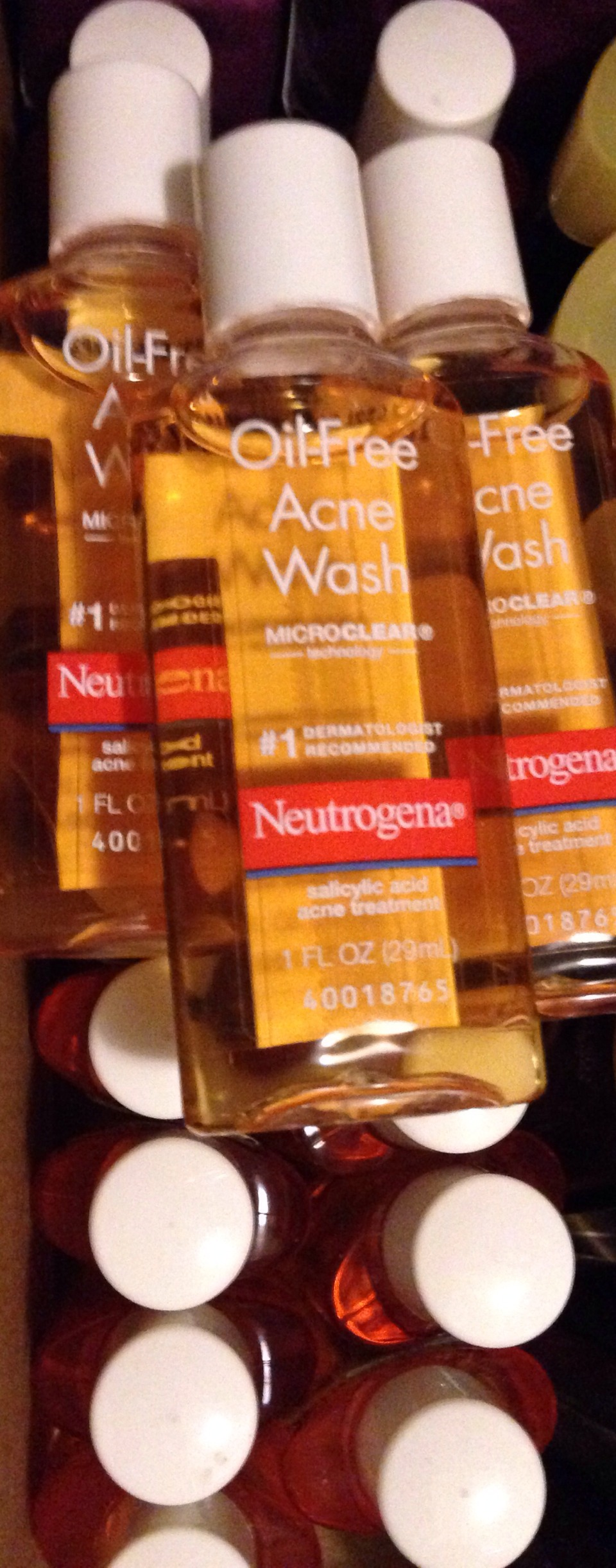 Neutrogena Acne Wash. These are what the travel size looks like.