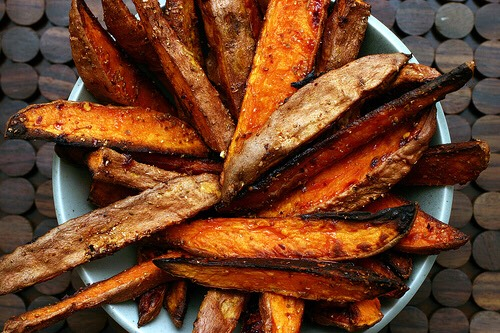 Sweet potatoes are known for the heathy option. Here's a recipe for scrumptious chips...trust me on this... I didn't like sweet potatoes until I had these sex chips😍