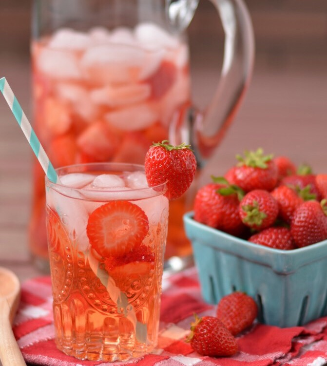 6. Strawberry Spa Water  Add fresh strawberries to your water and get a dose of vitamin C and healthy antioxidants! Recipe: http://www.coffeeandquinoa.com/2013/06/strawberry-spa-water/