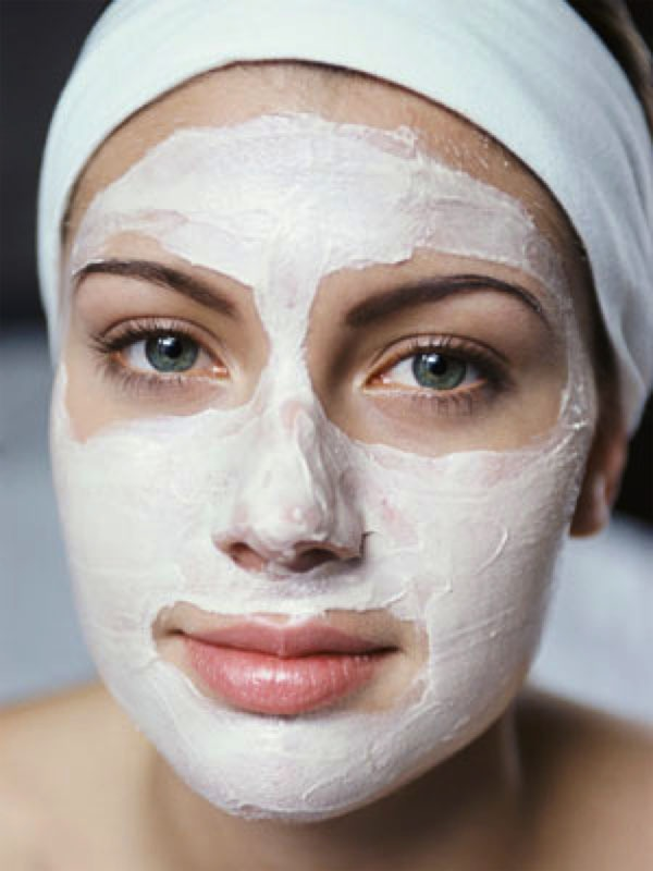 Similarly a blend of yogurt, buttermilk and sour cream or the creamy layer of milk with respective ingredients being combined in small measure is helpful for activating the skin's collagen content.