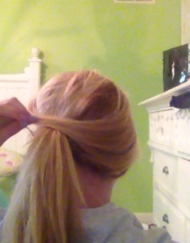 Take the first section and flip it over the ponytail 😄☺️