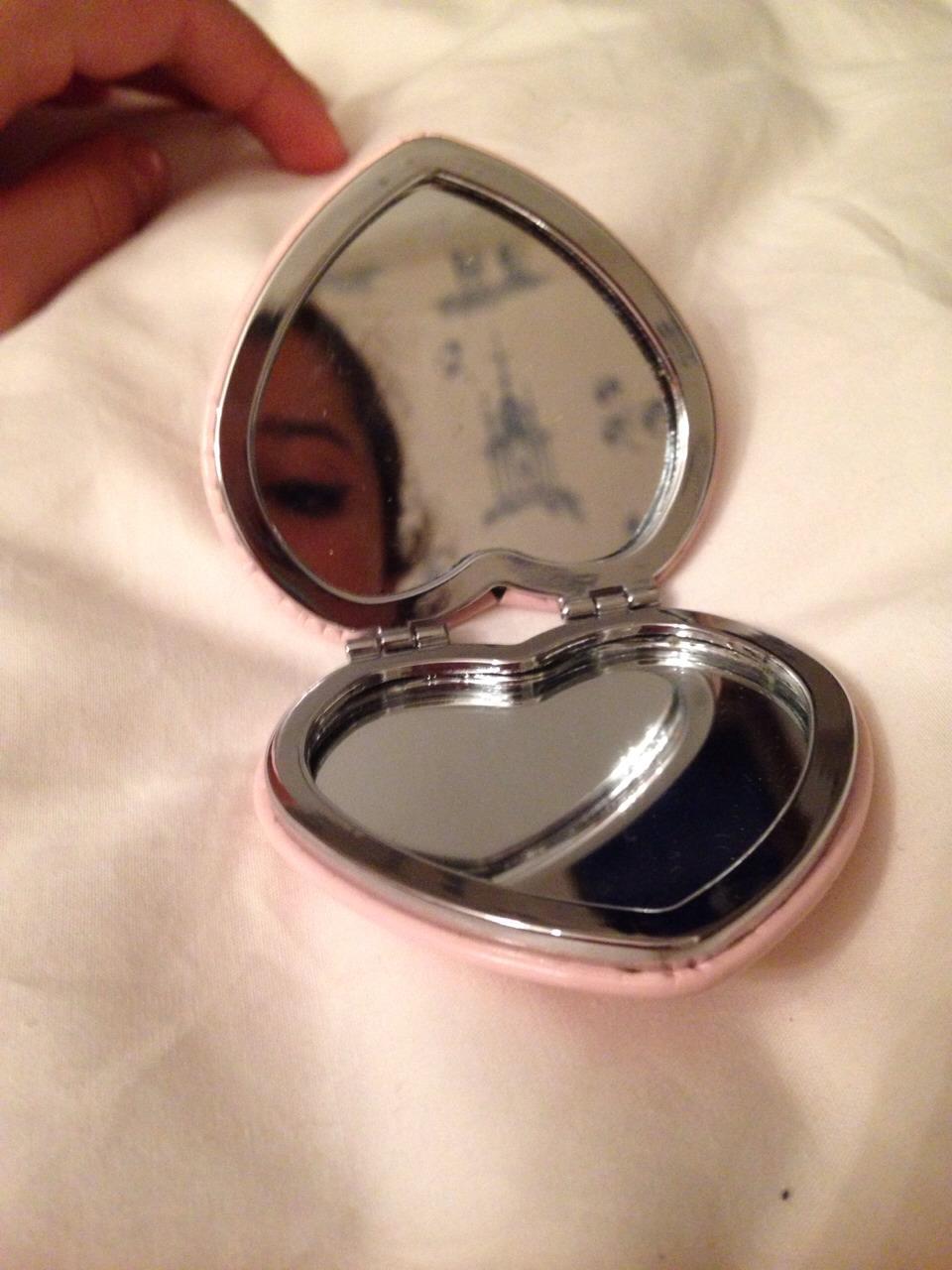 1⃣1⃣- MIRROR To see if you look like more like Marylyn Monroe or Dracula when applying makeup.