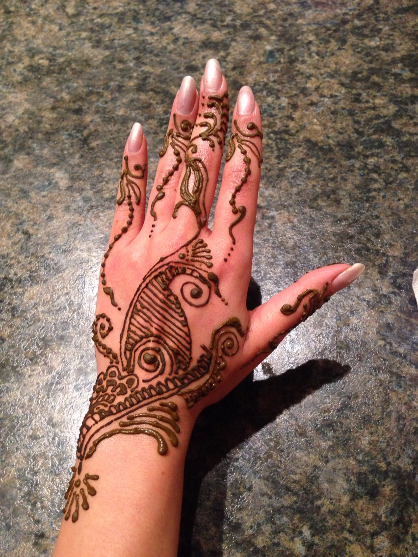 Henna I made on my hand last week.. Didn't come out very clean as I am getting li'l out of practice..