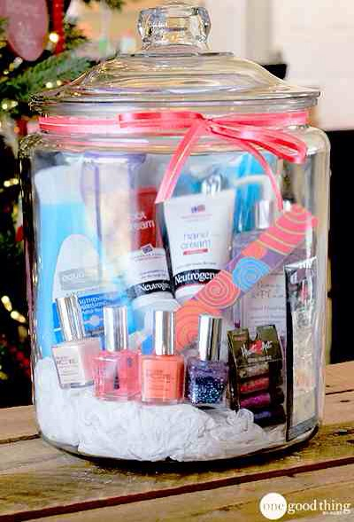 Mani-Pedi In A Jar  Winter weather can wreak havoc on hands and feet! Give the gift of soft and pretty fingers and toes with this mani-pedi gift in a jar. Great gift for a girl or a guy (the guys can re-gift the polish and glitter if they want!) 💅