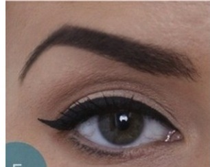 Fill in the wing, then apply your first coat of mascara lightly.