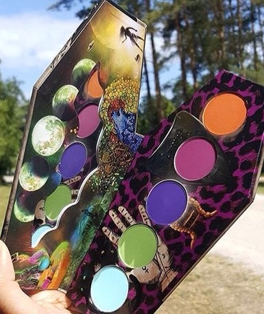 Have a magical summer with this palette from Lunatick Cosmetics 🔮