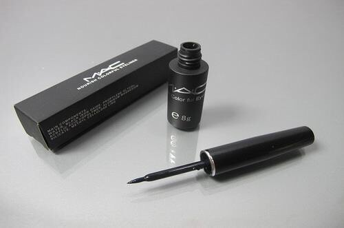 (TOP) EYELINER: MAC LIQUIDLAST This is like the only thing I use from Mac besides one lipstick for special occasions loll. But I ❤️it, worth erry penny
