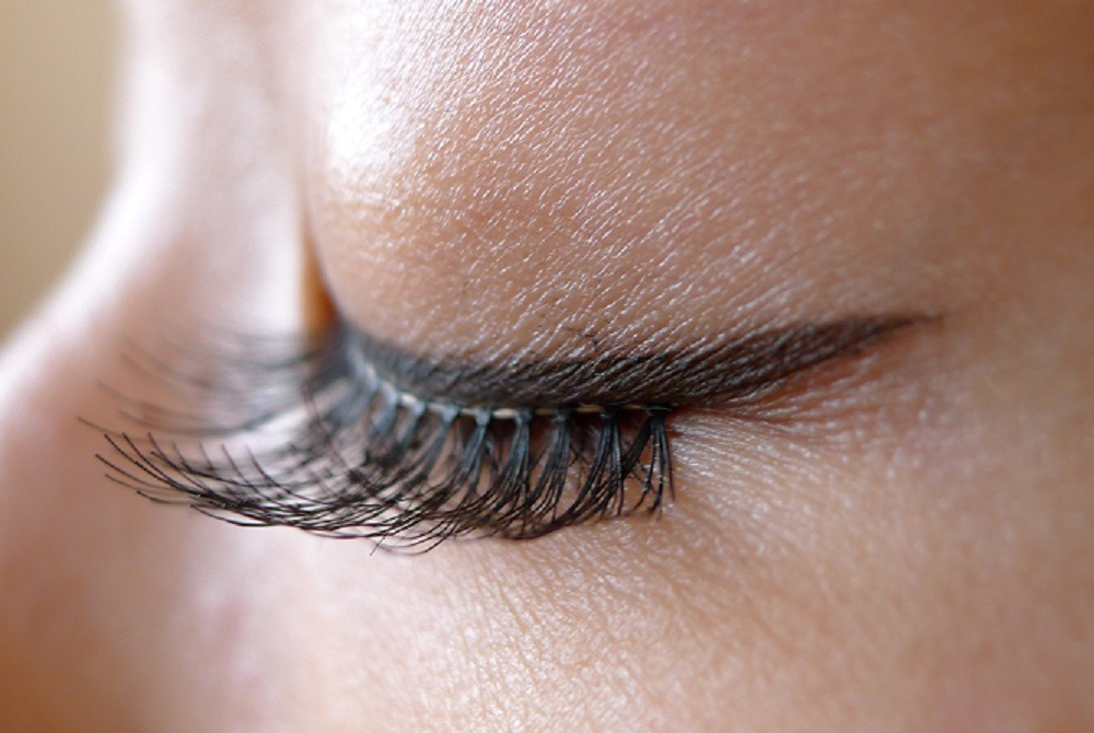 Make sure the false eyelashes dry then you are set to use them again.