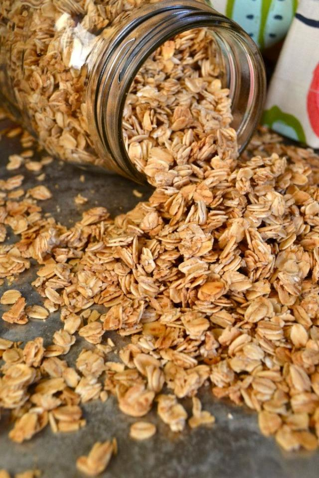 Wanna make a sweet & healthy breakfast for in the mornings? Try out this wonderful recipe for homemade vanilla granola. You can still anything in it that you'd like to fit your fancy. Almonds, cashews, rice krispies...etc. Learn how to make it here:  http://littlebitsof.com/2015/01/simple-granola/