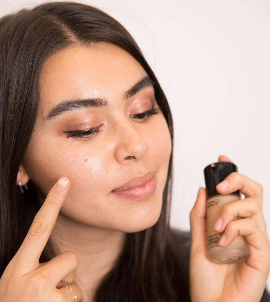 6. If you find yourself without concealer, place a small dot of liquid foundation on the area, wait a few minutes for the formula to set, and then lightly blend it out.