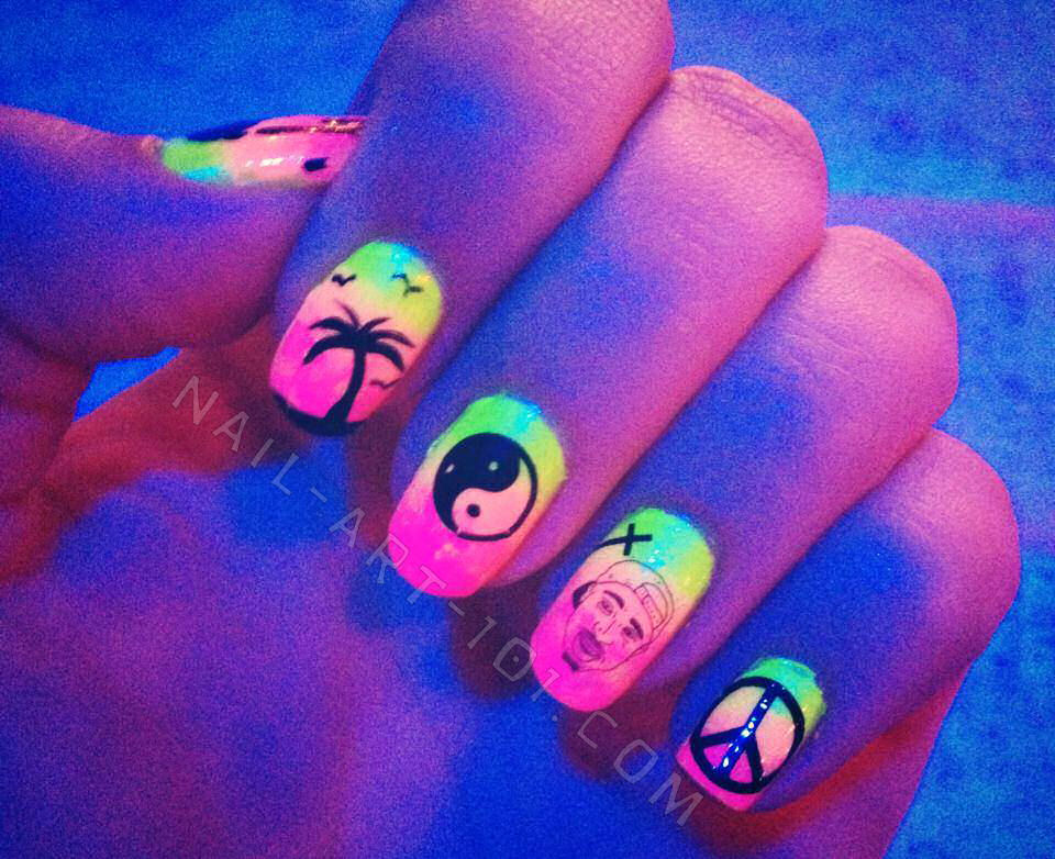 use nail art to spice up your ombre nails here are a few suggestions