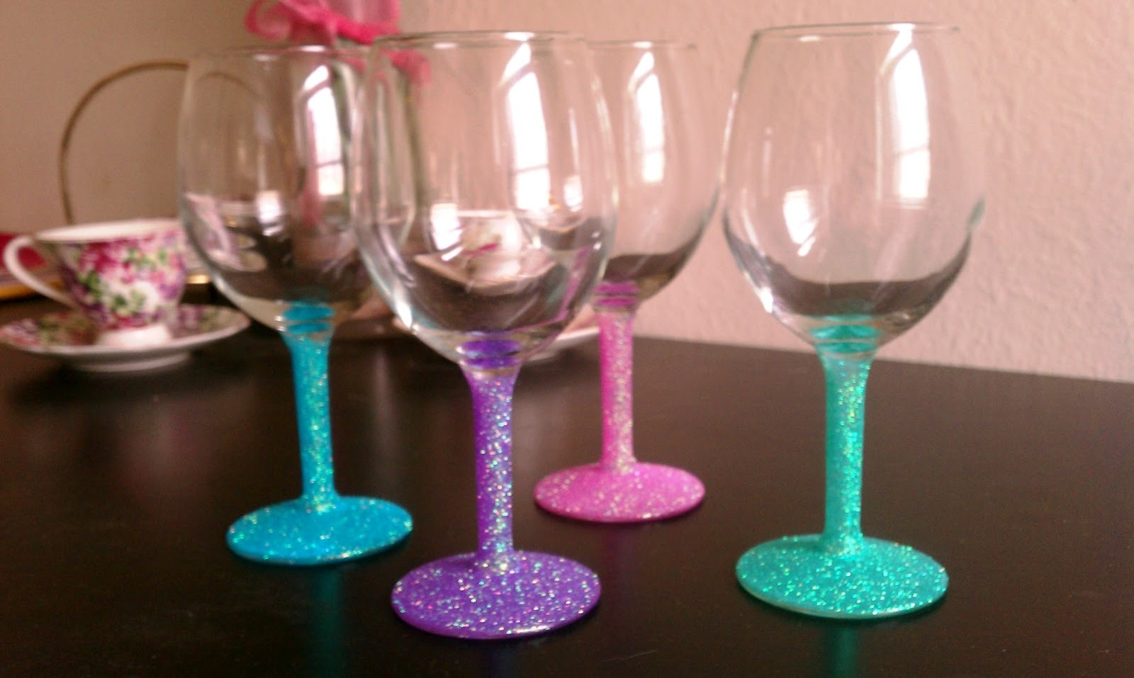 Glitter glasses It's not an obvious diy and it's sparkly! Everybody loves sparkles! http://blog.lulus.com/diy-2/diy-glitter-wine-glasses/