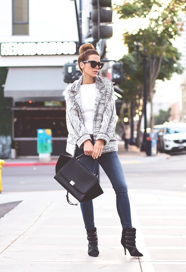 Take a look at the following photos of 15 amazing outfits by Jenifer Grace.