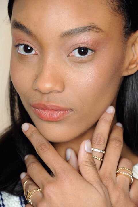 2⃣0⃣Use a loose tinted powder instead of liquid foundation. If you're having a good skin day, free of breakouts, and don't want to wear foundation, apply a light dusting of a tinted loose powder to cancel out any redness and give you a photo-ready finish. (Tip via Diane Kendal for NARS at Thakoon.)