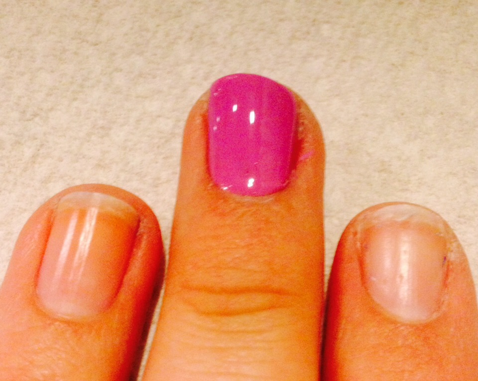 Paint the other side starting from the center and work your way out again. Then you have your perfect manicure!