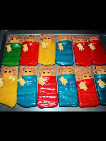 How cute can these Graham Cracker Blanket Cookies be!!! They are great for sleepovers or just some fun party treats!