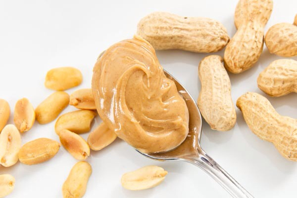 It's packed with nutrition A serving of peanut butter has 3 mg of the powerful antioxidant vitamin E, 49 mg of bone-building magnesium, 208 mg of muscle-friendly potassium, and 0.17 mg of immunity-boosting vitamin B6.