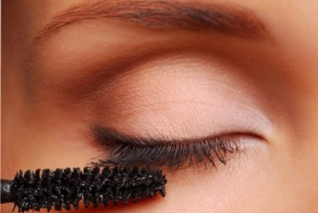 2: let your lashes set in between layers of mascara