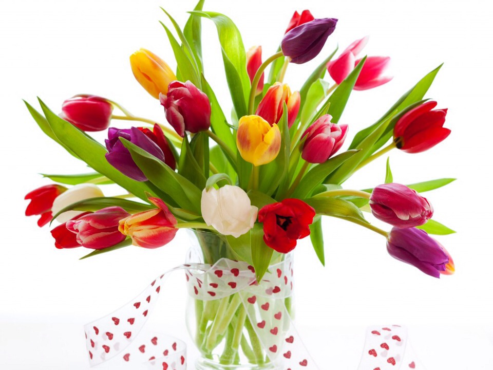 4. EXTEND THE LIFE OF CUT FLOWERS     Lightly spray the underside of the leaves and petals of the flowers. This will help preserve the life and appearance of your flowers.