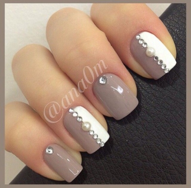 14. A SOPHISTICATED CRYSTAL MANICURE