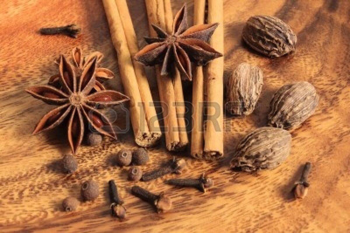 Cloves, star anise, cinnamon, nutmeg and allspice