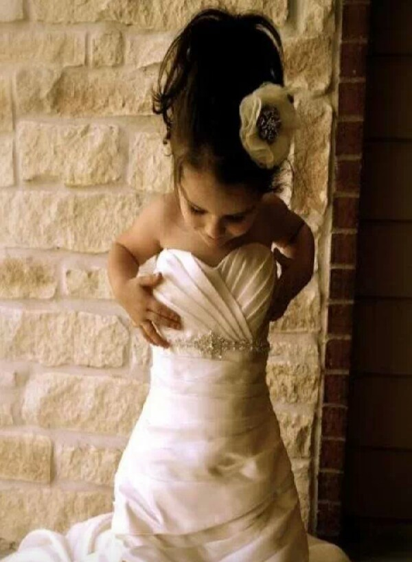 Grab A Camera Your Old Wedding Dress Daughter And Start Own Photoshoot