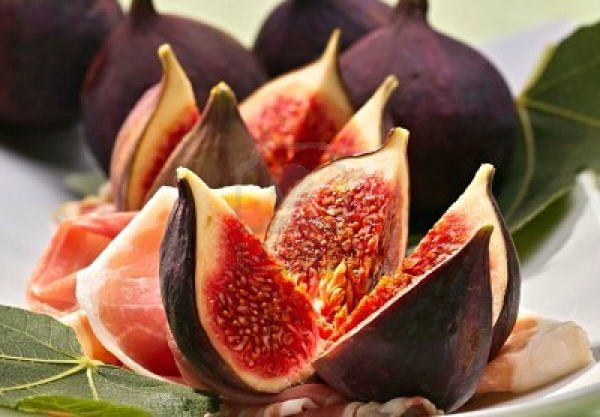 Fig:These funny-shaped fruits have a long history of being a fertility booster, and they make an excellent aphrodisiac because they are packed with both soluble and insoluble fiber, which is important for heart health.