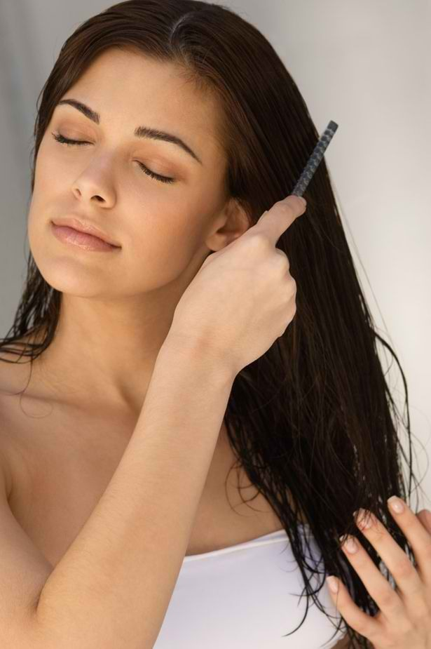 So this girl is doing it wrong. Comb your hair BEFORE you shower, not  after. Wet hair is  a lot more fragile and easy to damage. Combing before a shower also makes your hair tangle-free, which means less split ends, and as a bonus, it stimulates your scalp!