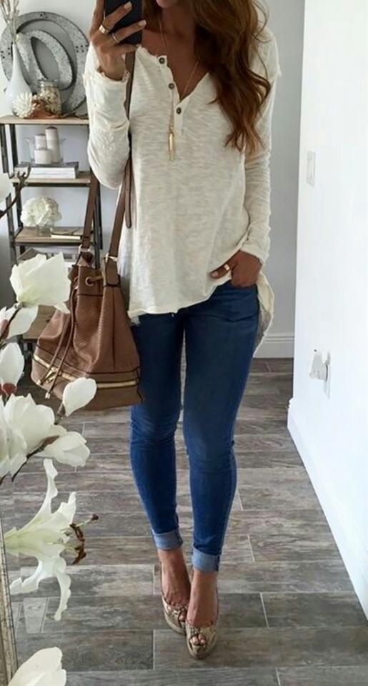 bea091e6ba3 25 Casual Fall Outfits You ll Want To Copy This Year by Haley Barber ...