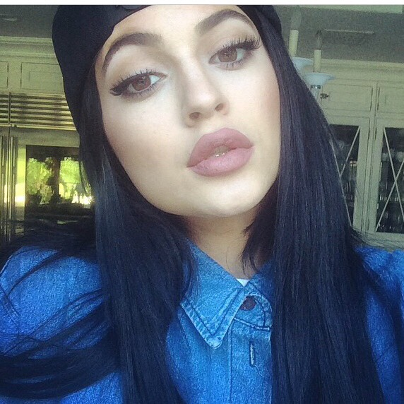 """Many people assumed Kylie Jenner had undergone some """"work"""" when in fAct she has just been using this trick to go from Thin to Angelina Jolie"""
