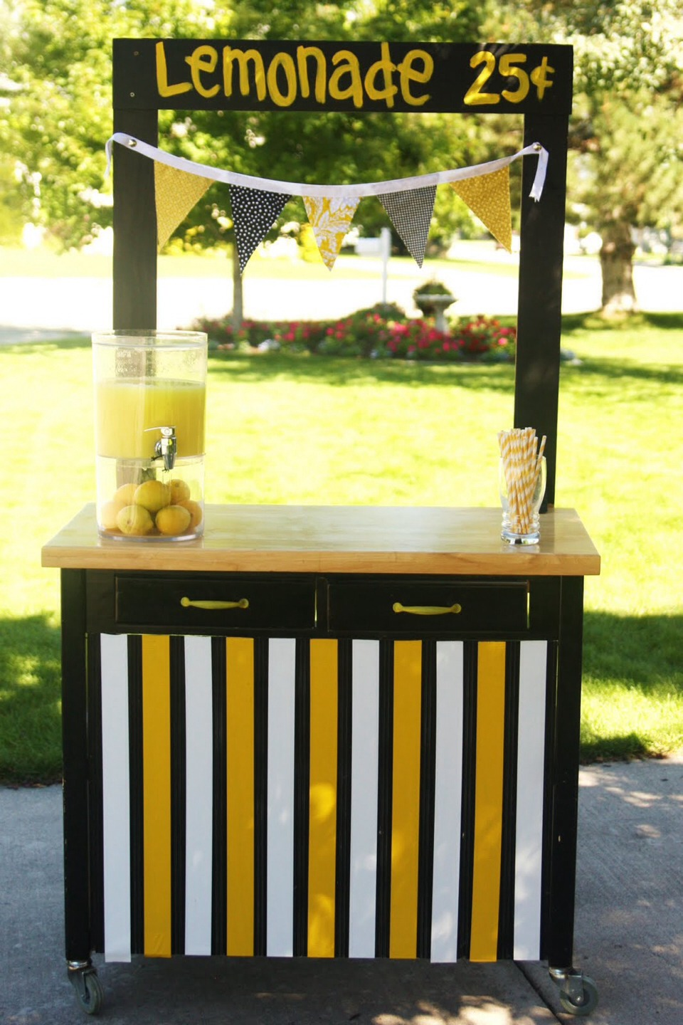 Have a lemonade stand! :) some of you may think its childish but come on! In the summer and fall anyone would want some lemonade! 50¢ a cup should do it! Everyone loves lemonade!🍋😍