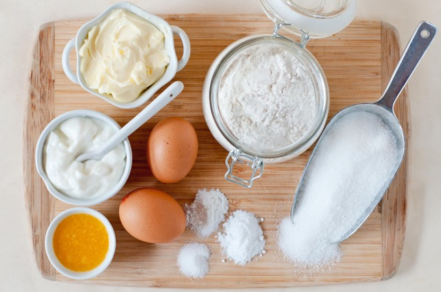 Ingredients: (makes 20-25 cupcakes) ~2 cups flour ~1⁄2 teaspoon salt ~2 teaspoons baking powder ~1⁄2 cup butter, softened ~3⁄4 cup sugar (if you like your cupcakes very sweet, add a little more.) ~2 eggs ~1 cup milk ~1 teaspoon vanilla essence (optional) ~Reese's Mini Peanut Butter Cups