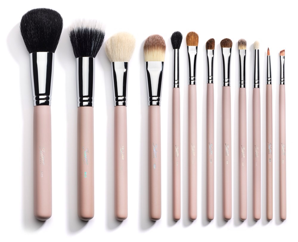 15. Make-up brushes. We need a way to apply all of that makeup! 💆💁❤️