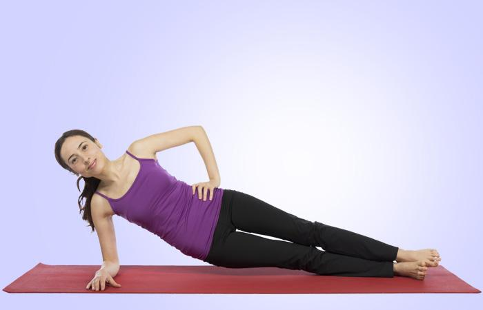 Mermaid:This Pilates move concentrates on your side muscles specifically. It is good for killing muffin tops and love handles and is an effective waist cincher.Do 15 reps.