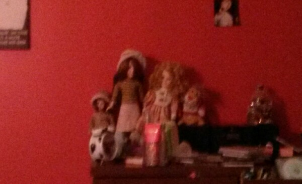 make sure nothing is starting at u like my dolls because for some people that makes them scared