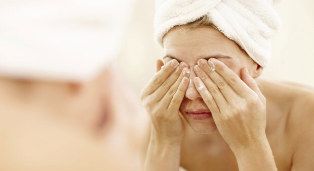 Avoid harsh cleansing products (especially those formulated with SLS + SLES) | SLS + SLES disrupt skin's natural lipid barrier which inevitably lead to increased sebum production. The more sebum your skin produces, the more likely your pores to get clogged + later on, enlarged.