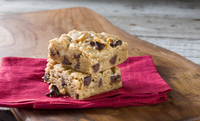 Follow this recipe for chippy blonde brownies!