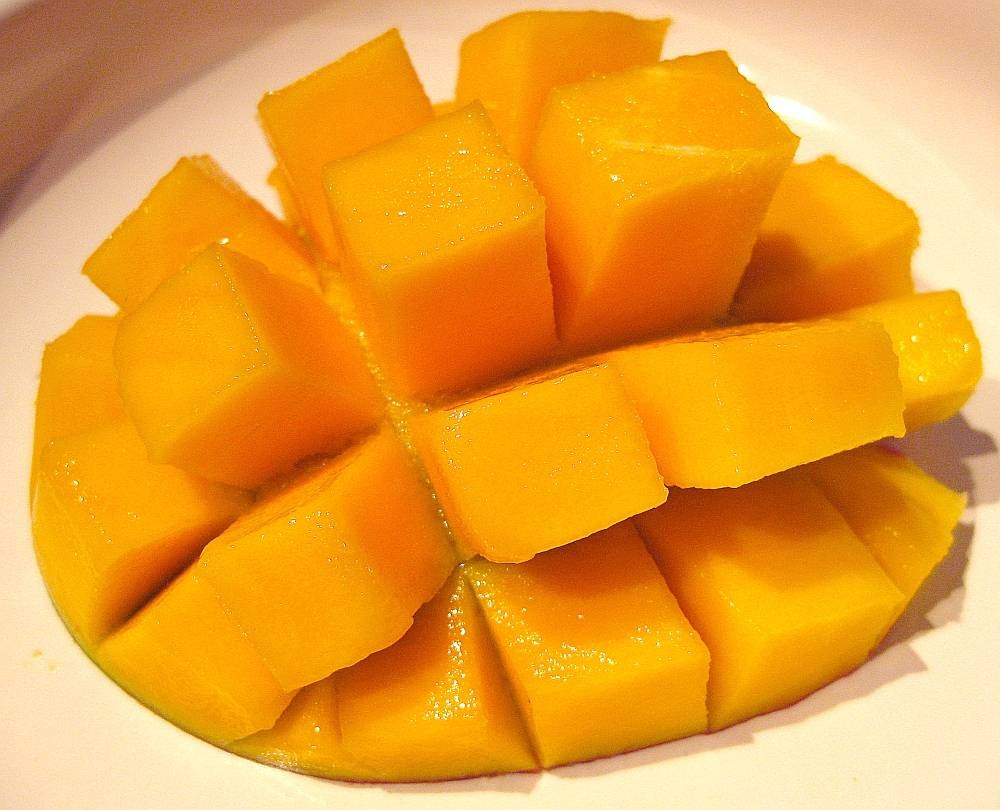 2 cups of mangoes, peeled and without pits