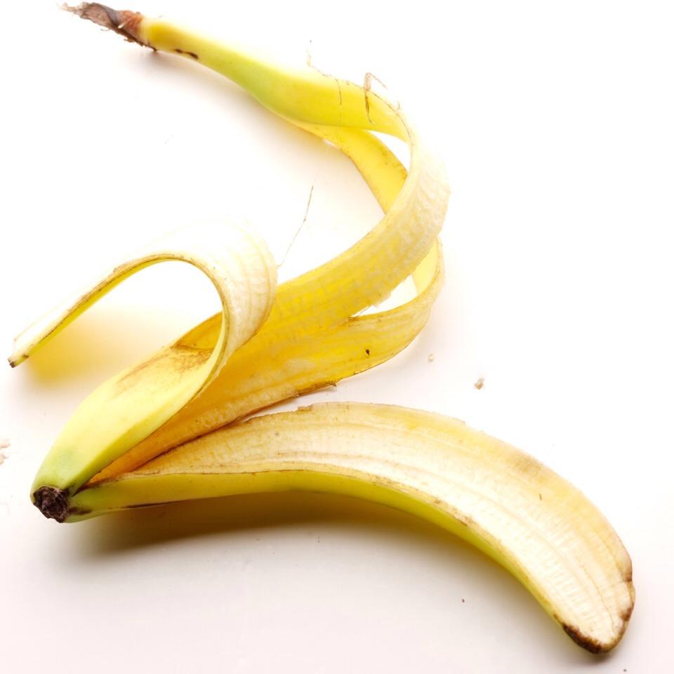 Rub inside of banana peel on dried teeth until satisfied.