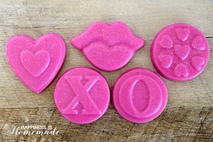 These quick & easy cranberry and pomegranate soaps smell irresistibly delicious!Use a cute holiday themed mold to make a fun DIY Valentine's Day gift idea for your friends and loved ones!