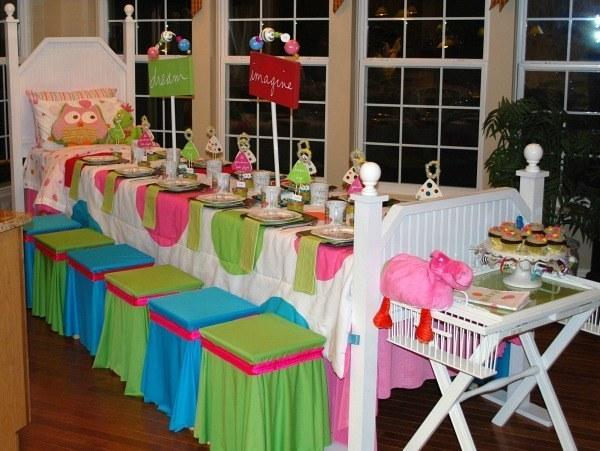 15. Transform your kitchen table into an amazing bed-themed dinette.