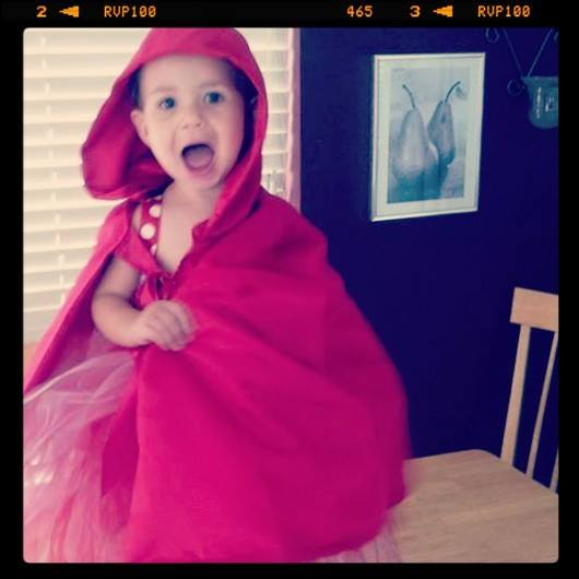 Red riding hood! A easy costum anyone can make at home!:-) & super cute!