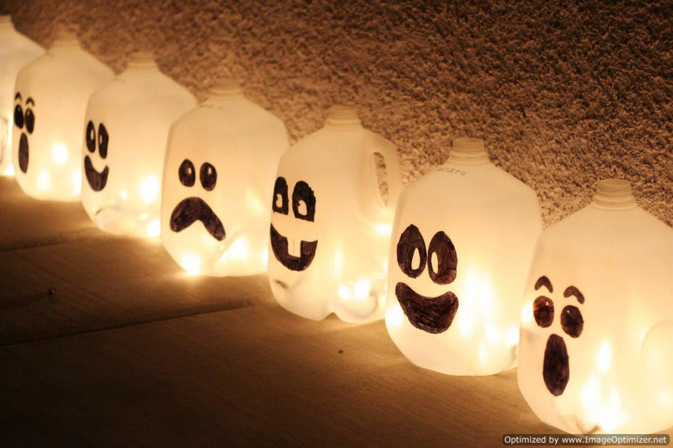 SO SIMPLE BUT SO CUTE!🔻 Supplies: lots of milk jugs, Christmas lights, black sharpie How to: draw a face or decorate the milk jug your own personal way, cut 2 holes on either side of the jug, string the Christmas lights throught the jugs