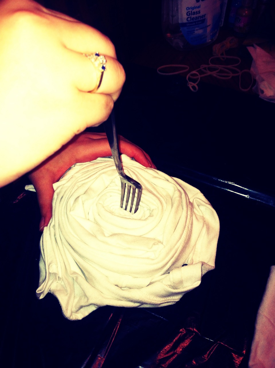 Swirl your shirt with a fork instead of using your fingers!