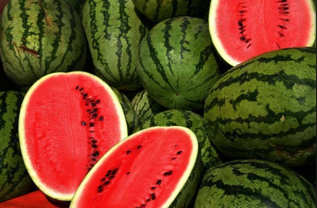Look at the darker lines on the watermelon. The darker, the better. This indicates the watermelon is more ripe.
