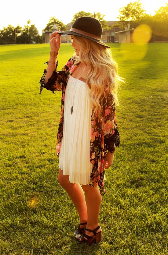 5. Wear a panama hat with a loose dress and a pretty kimono to look super on-trend.